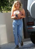 Hilary Duff stops by to visit her mom in Los Angeles