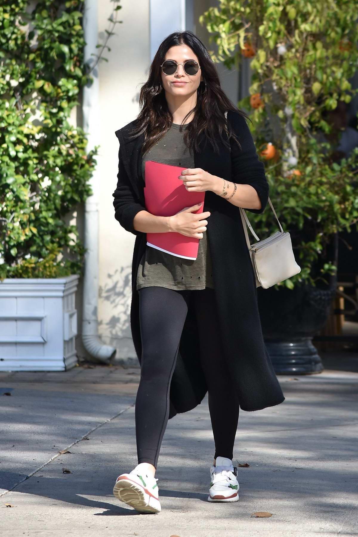 Jenna Dewan enjoys an Al Fresco lunch with friends in Studio City, Los Angeles