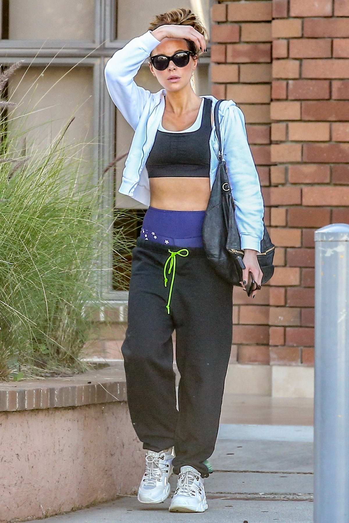 Kate Beckinsale shows off her toned abs in a crop top as she heads to a dance class in Pacific Palisades, California