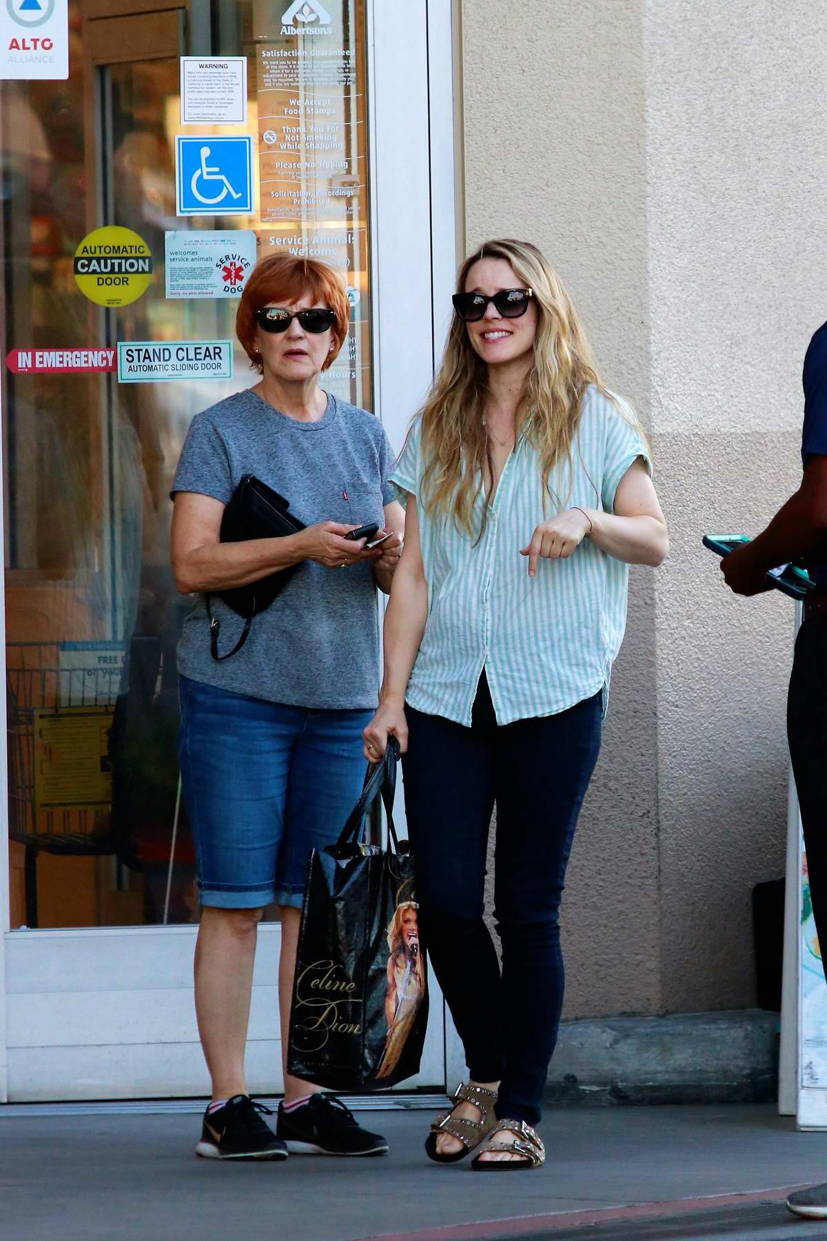 Rachel McAdams steps out with her mother for some grocery shopping in Los Angeles