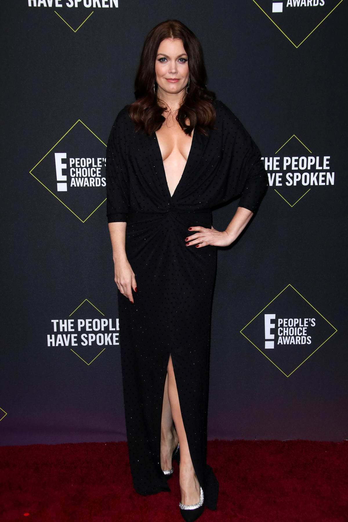 Bellamy Young attends the 2019 E! People's Choice Awards held at the Barker Hangar in Santa Monica, California