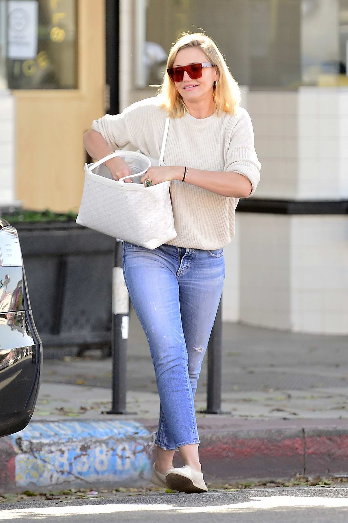 Cameron Diaz goes furniture shopping at West Elm in Los Angeles