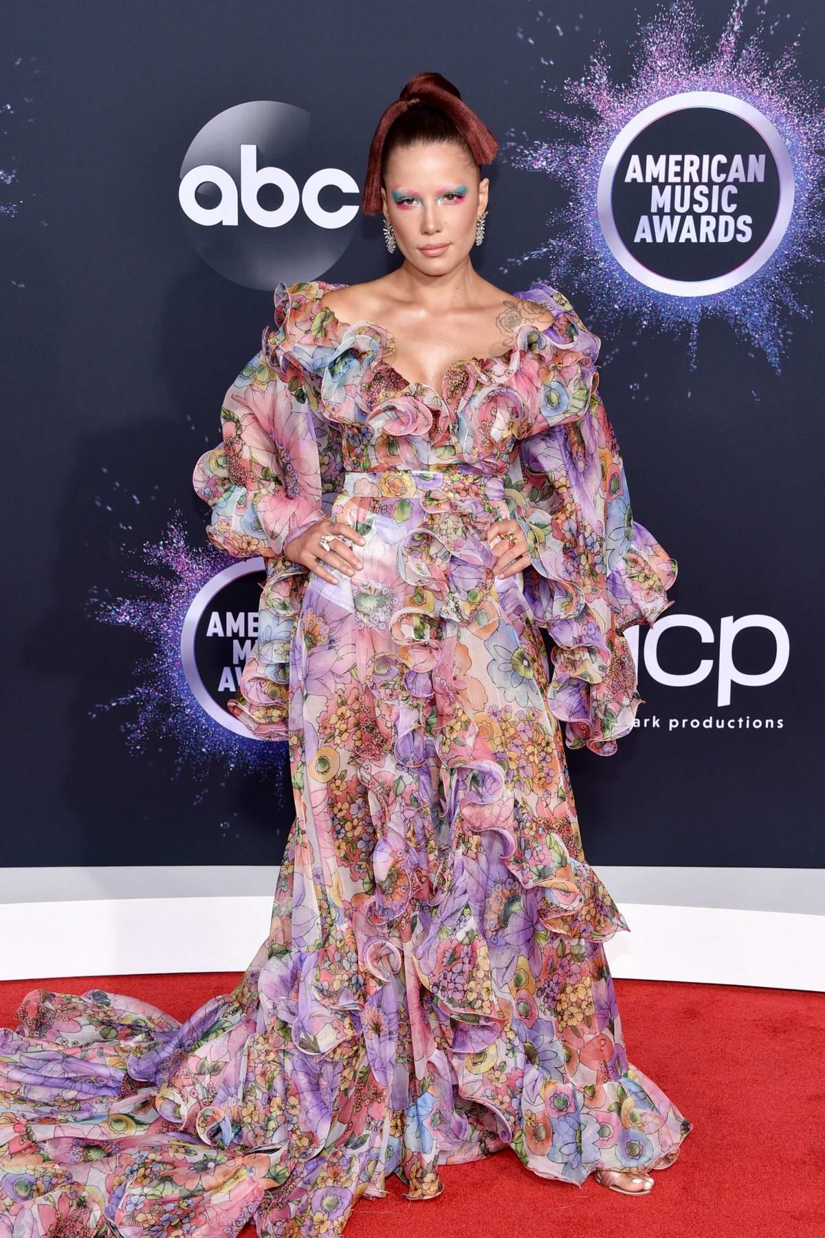 Halsey attends the 2019 American Music Awards at Microsoft Theater in Los Angeles