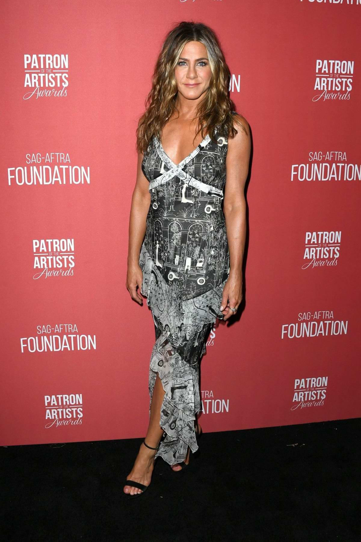 Jennifer Aniston attends the 4th Annual Patron of the Artists Awards in Los Angeles