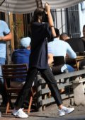Kendall Jenner grabs a bite at Aldred's Coffee in West Hollywood, Los Angeles
