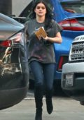 Ariel Winter dresses casually in a tee and jeans while running a few errands in Sherman Oaks, California