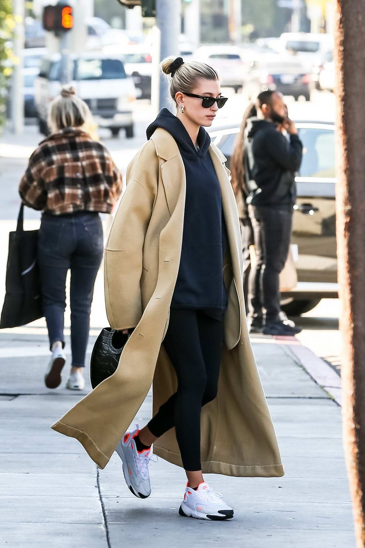 Hailey Bieber Stops By A Coffee Shop After Her Daily Workout Routine In Beverly Hills Los