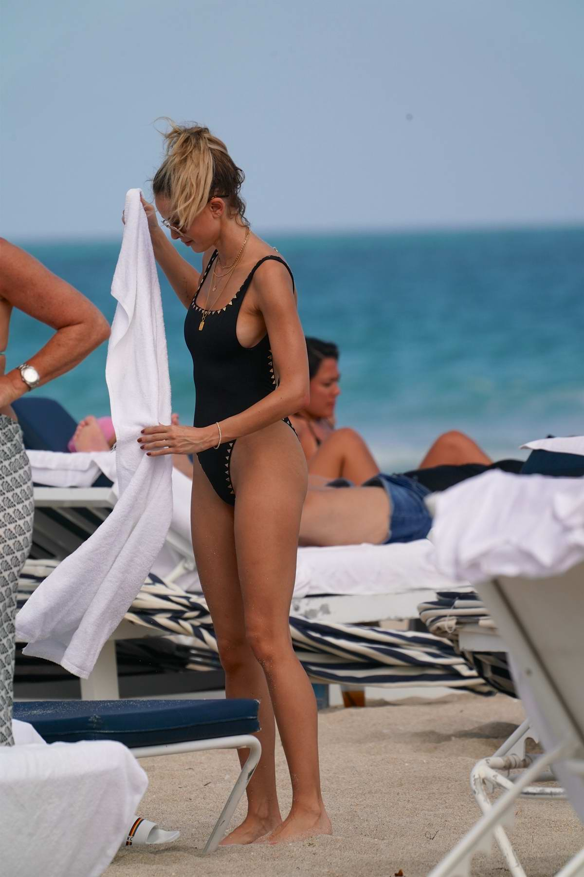 Kaitlynn Carter spotted in a black swimsuit while relaxing at the beach in Miami, Florida
