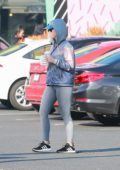 Katy Perry grabs a bite and drink at a Starbucks in Hollywood, California