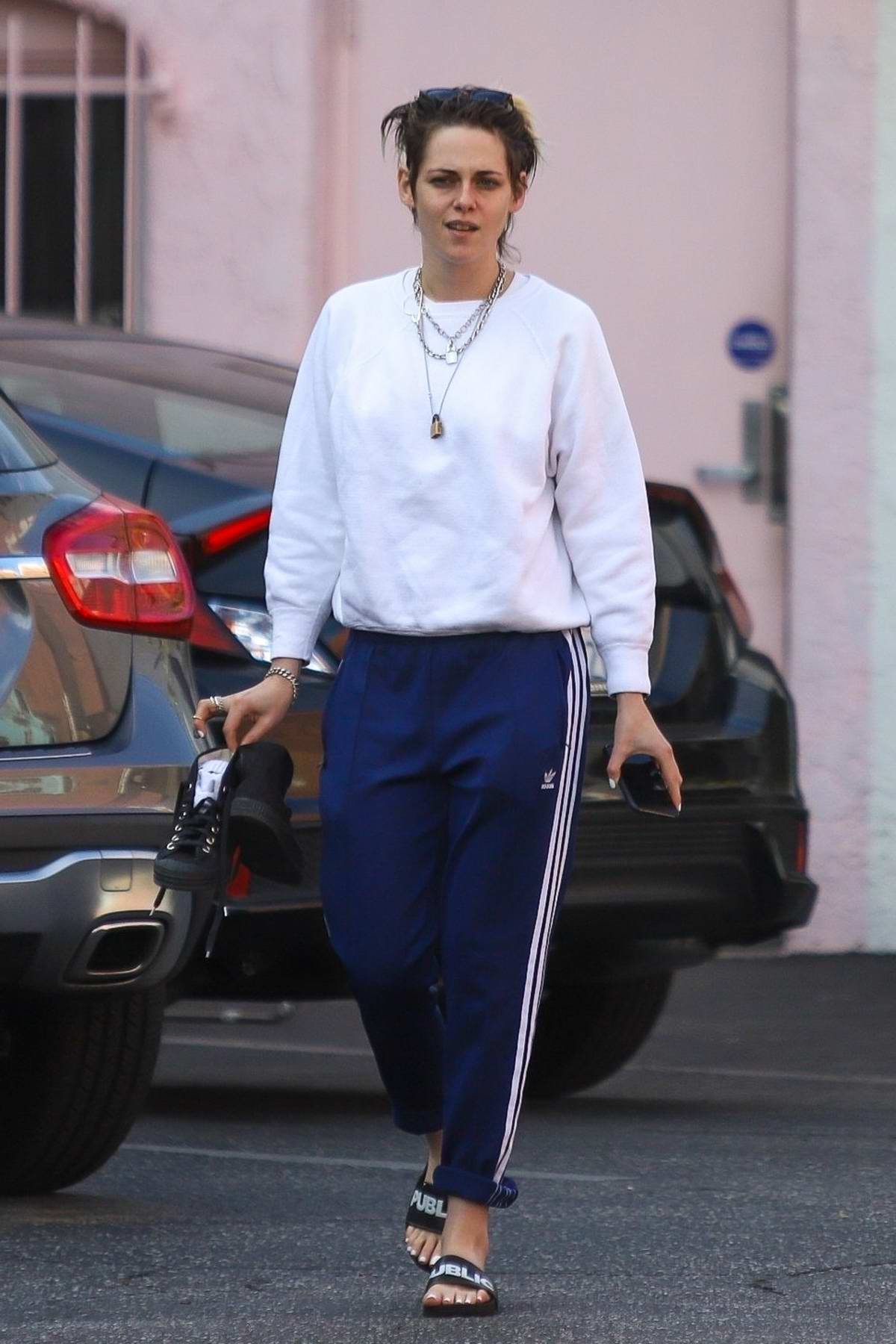Kristen Stewart visits a Nail Salon with girlfriend Dylan Meyer in Hollywood, California