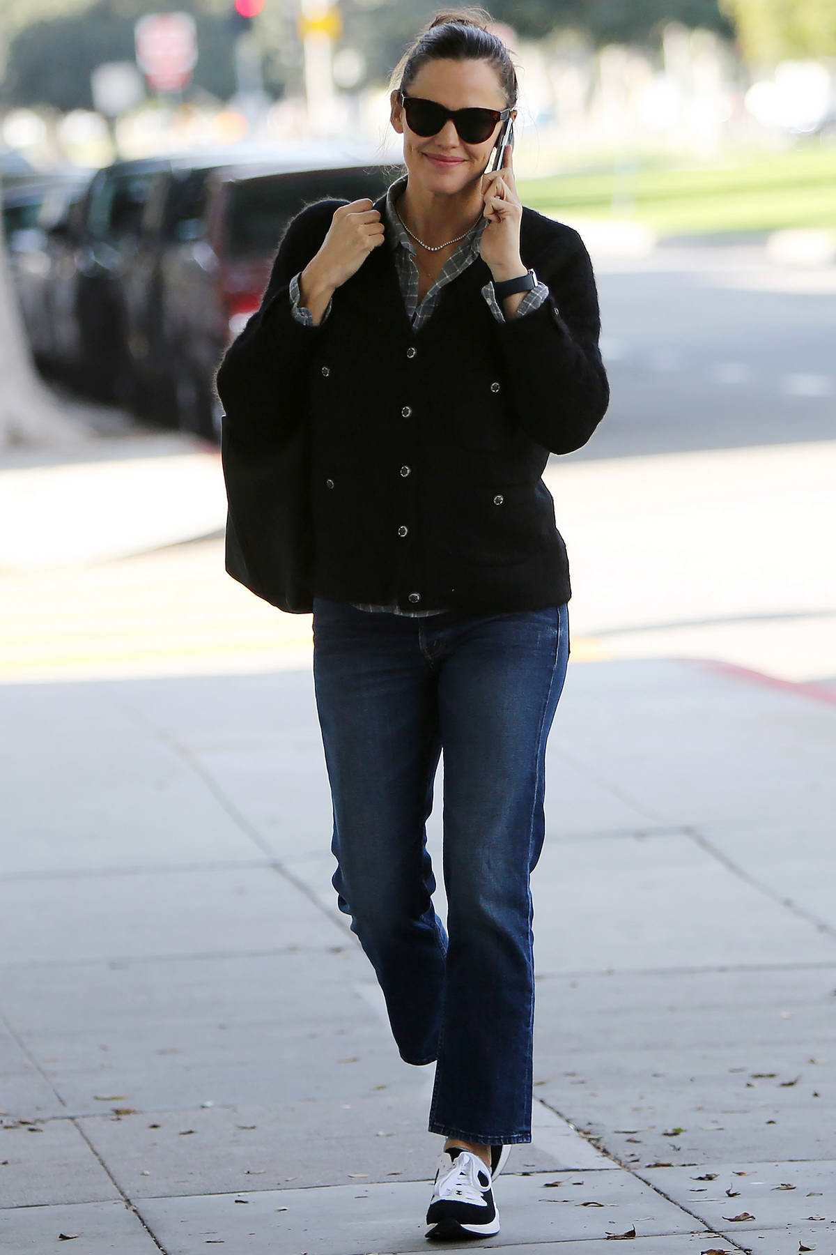 Jennifer Garner looks busy on her phone while out running errands in Los Angeles