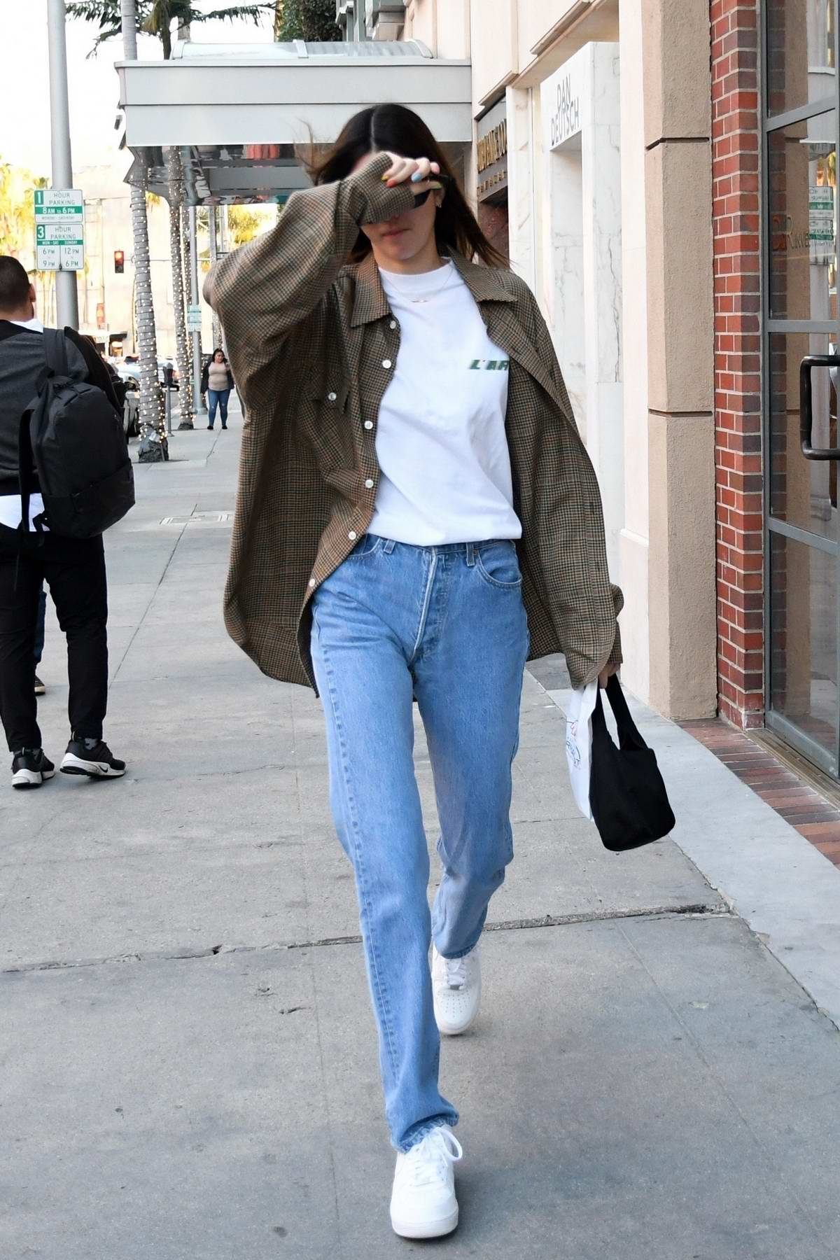 Kendall Jenner keeps it casual as she stops by the pharmacy in Beverly Hills, California