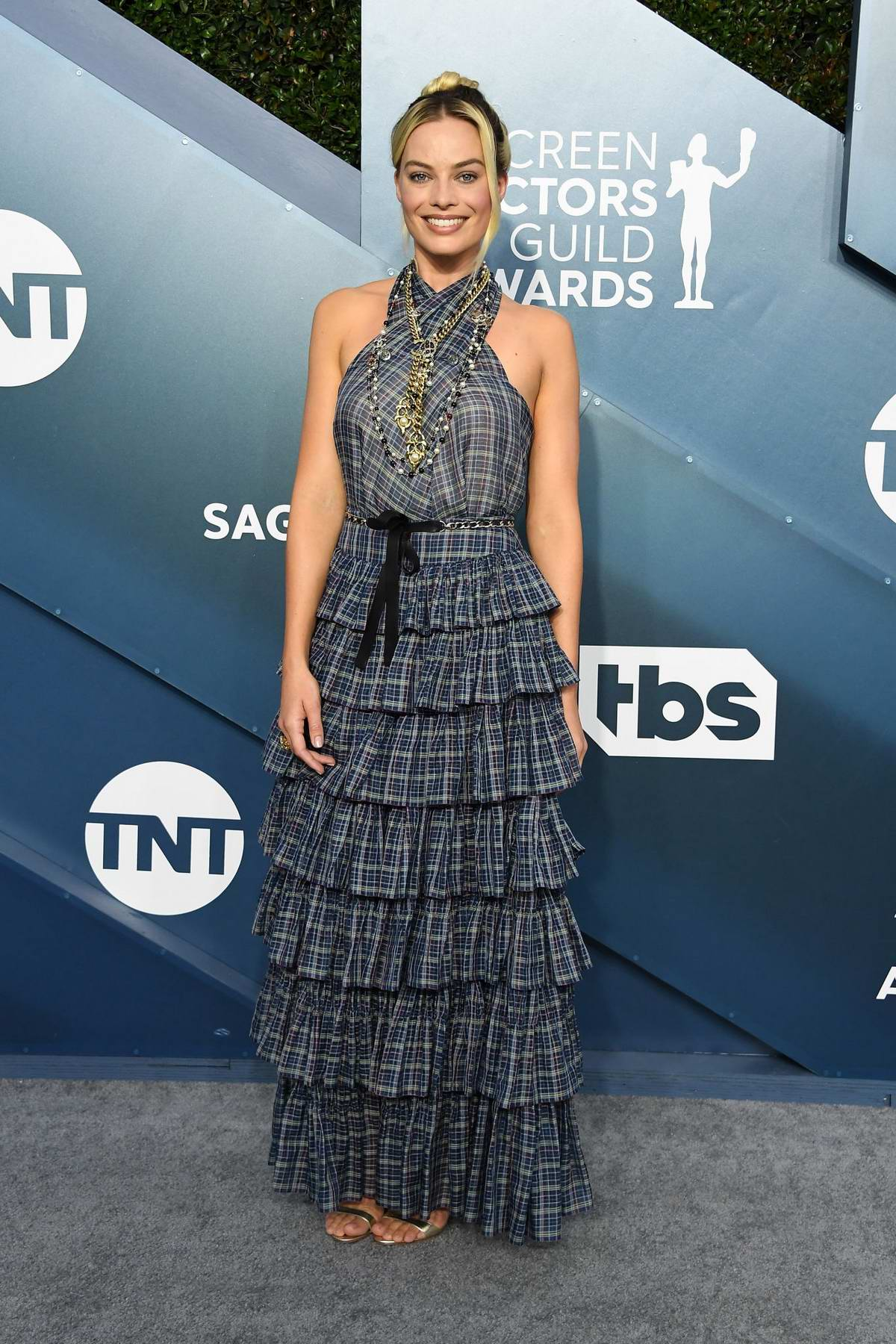 Margot Robbie attends the 26th Annual Screen Actors Guild Awards at the Shrine Auditorium in Los Angeles