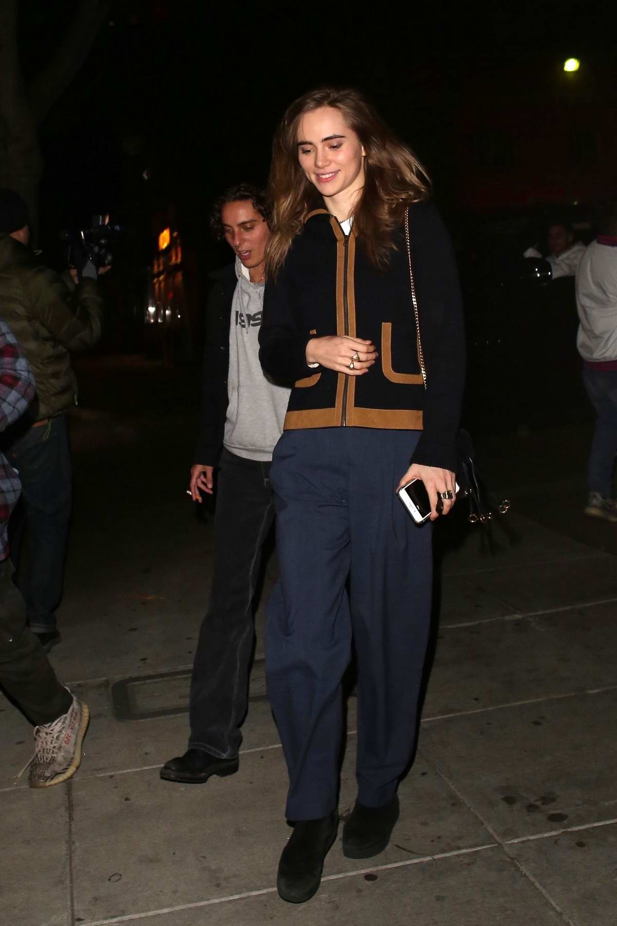 Suki Waterhouse steps out for dinner with friends at Matsuhisa in Beverly Hills, California