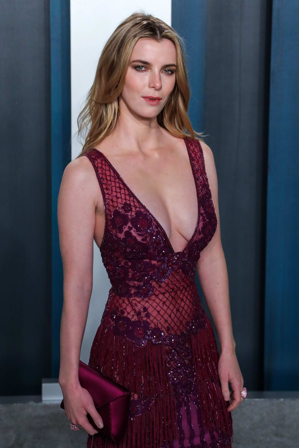 betty gilpin attends the 2020 vanity fair oscar party at