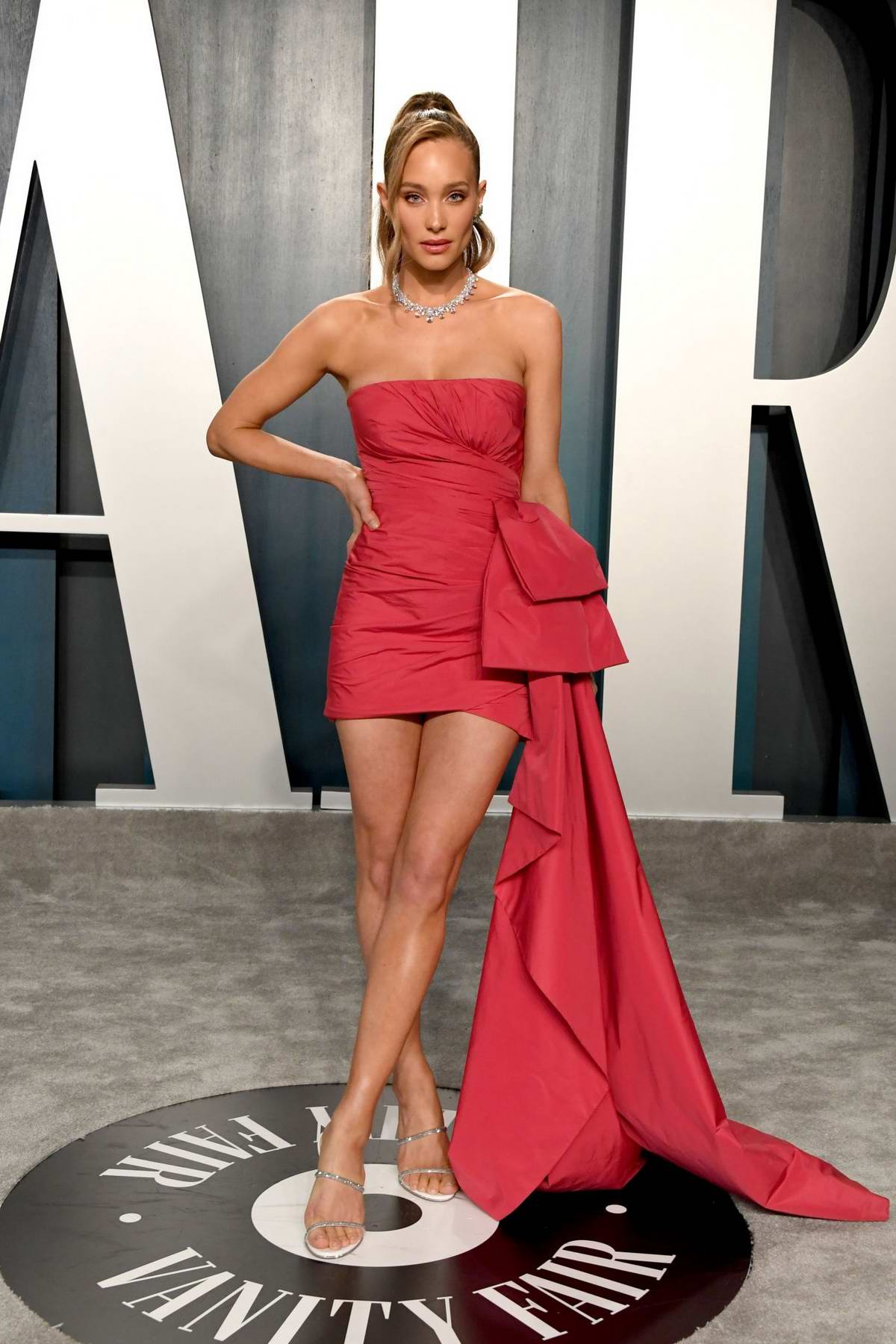 Hannah Jetter attends the 2020 Vanity Fair Oscar Party at Wallis Annenberg Center for the Performing Arts in Los Angeles