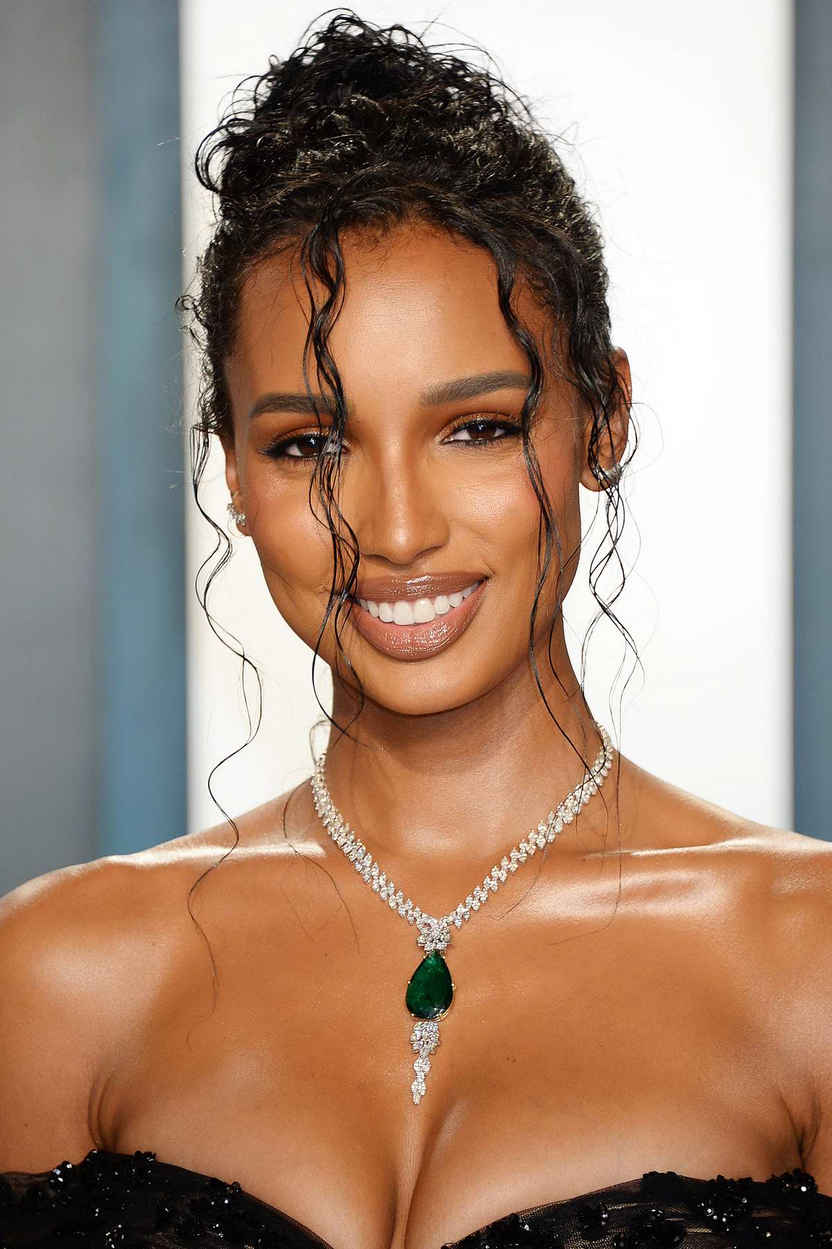 Jasmine Tookes Attends The 2020 Vanity Fair Oscar Party At Wallis Annenberg Center For The Performing Arts In Los Angeles 090220 2