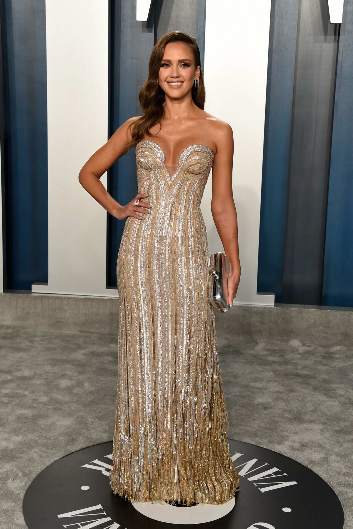 Jessica Alba attends the 2020 Vanity Fair Oscar Party at Wallis Annenberg Center for the Performing Arts in Los Angeles