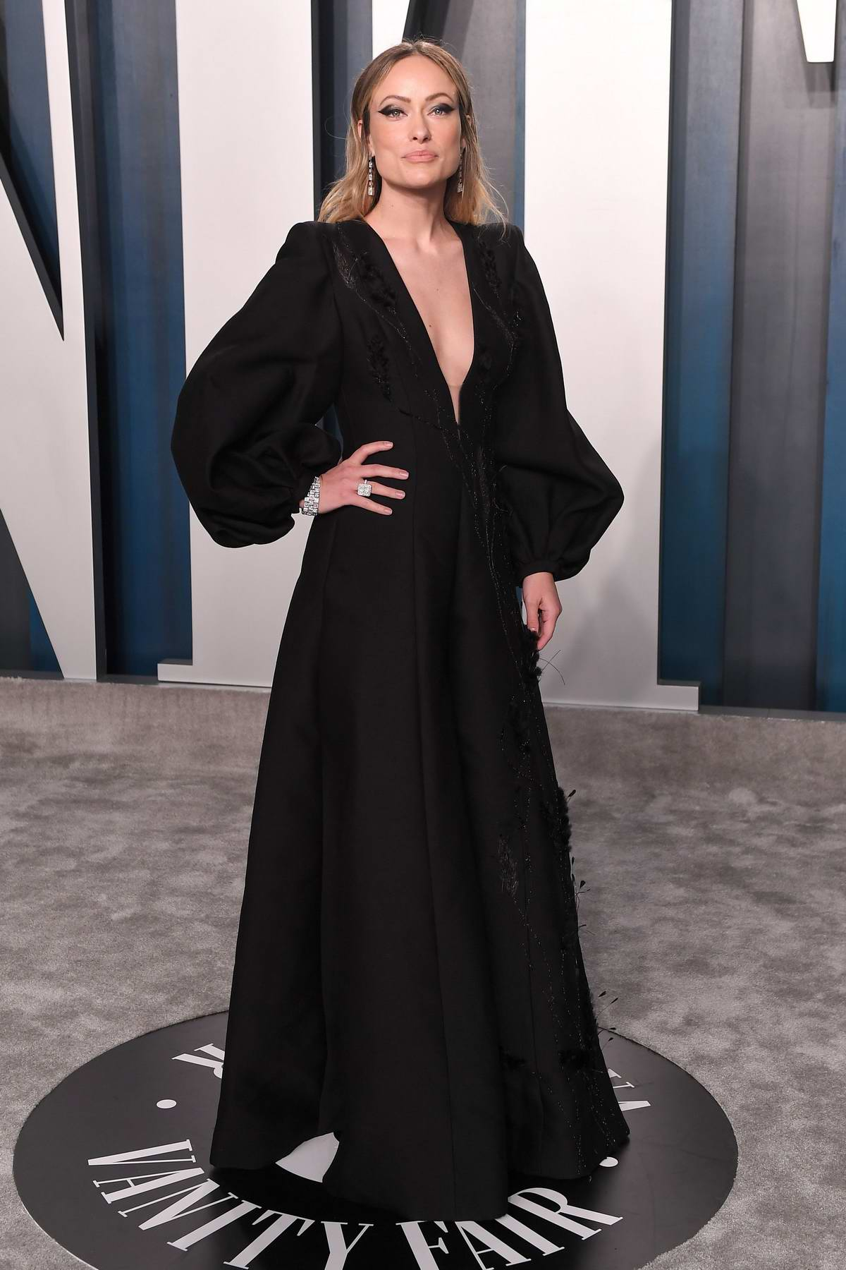 Olivia Wilde attends the 2020 Vanity Fair Oscar Party at Wallis Annenberg Center for the Performing Arts in Los Angeles