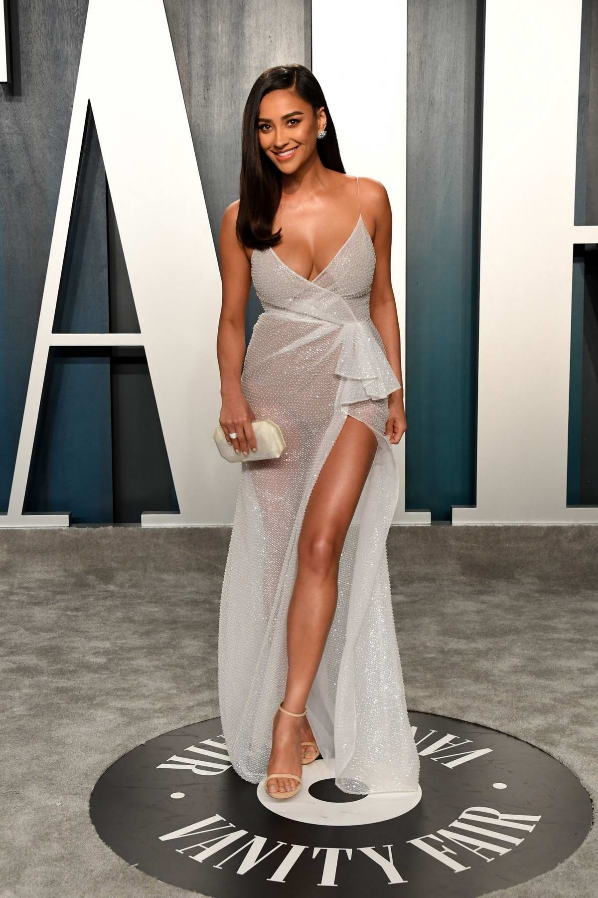 Shay Mitchell attends the 2020 Vanity Fair Oscar Party at Wallis Annenberg Center for the Performing Arts in Los Angeles