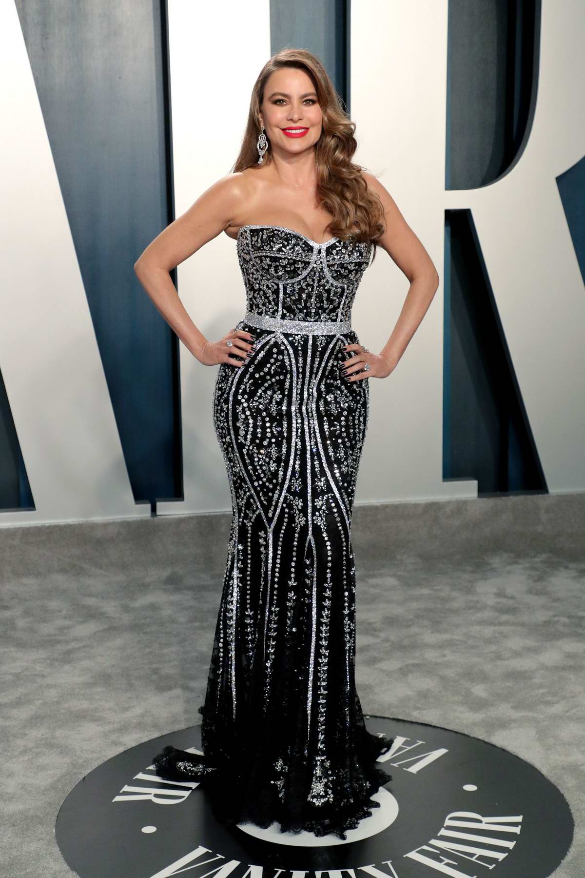 Sofia Vergara attends the 2020 Vanity Fair Oscar Party at Wallis Annenberg Center for the Performing Arts in Los Angeles