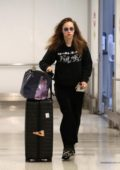 Suki Waterhouse keeps it comfy as she arrives at LAX airport in Los Angeles