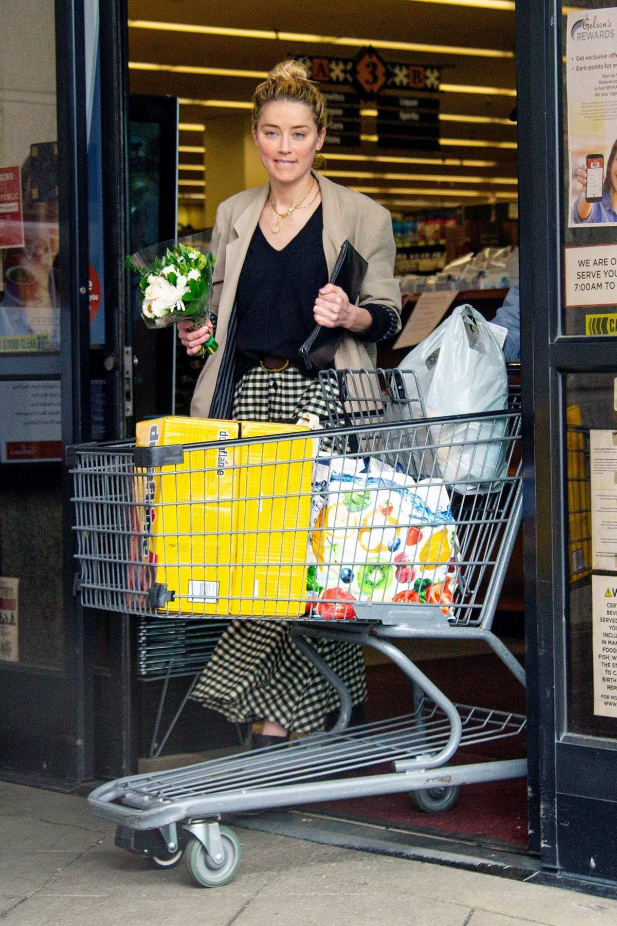 Amber Heard steps out with her dad for some grocery shopping in Los Feliz, California