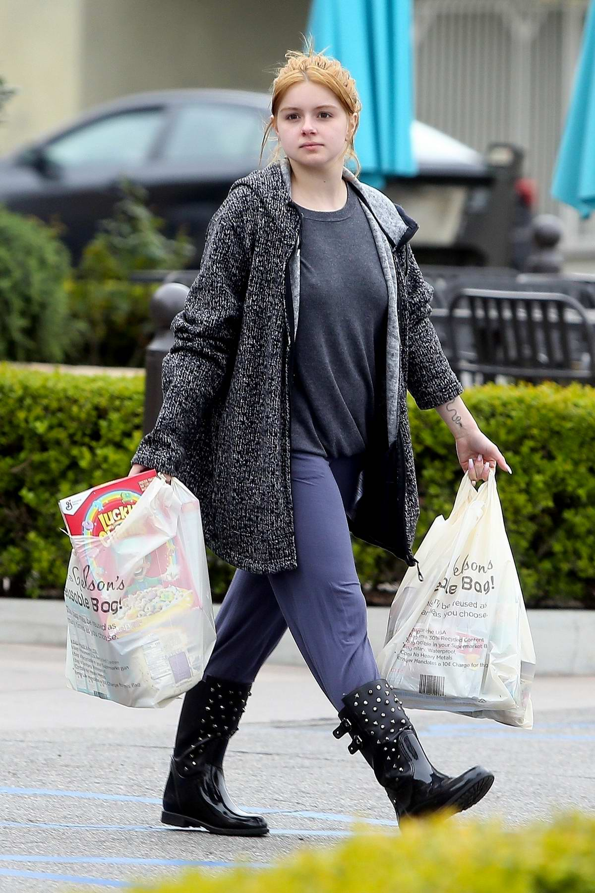 Ariel Winter steps out makeup-free to get some grocery shopping done at Gelson's in Los Angeles