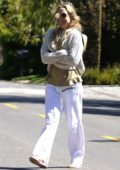 Kate Hudson takes a break from self isolation as she steps out for a walk in Los Angeles