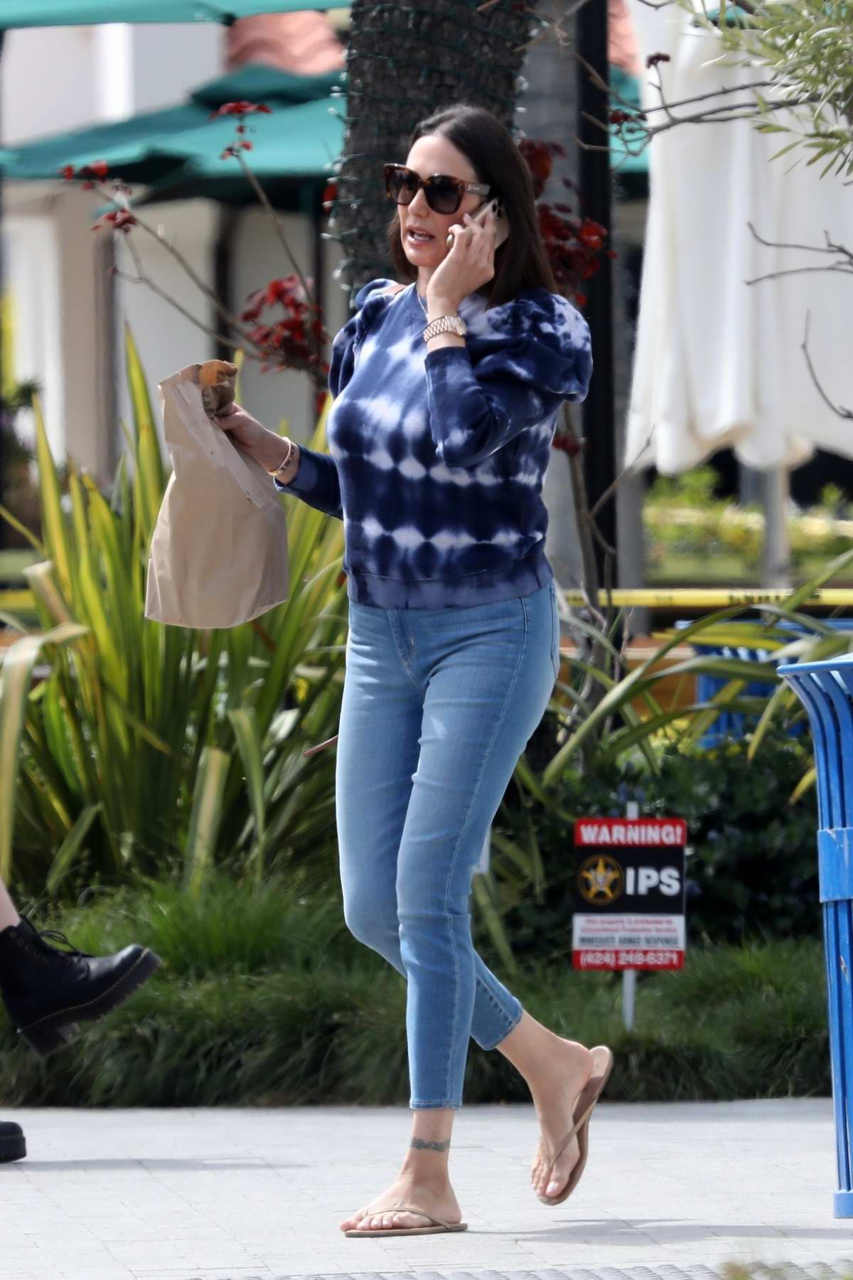 Lauren Silverman makes a trip out to Mutt's Grill to pick up some take out lunch in Malibu, California