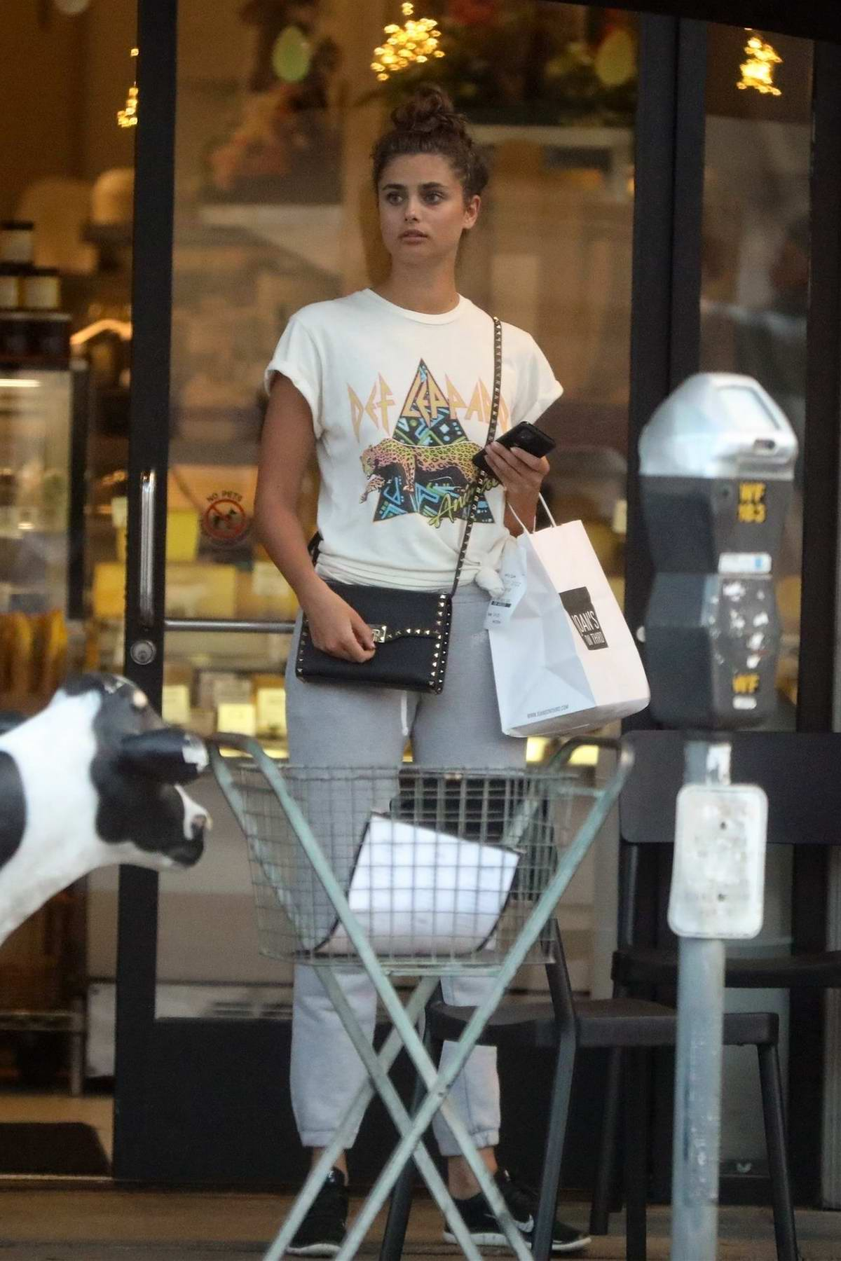 Taylor Hill stays cozy in sweatpants and t-shirt as she grabs a bite at Joan's on Third in West Hollywood, California
