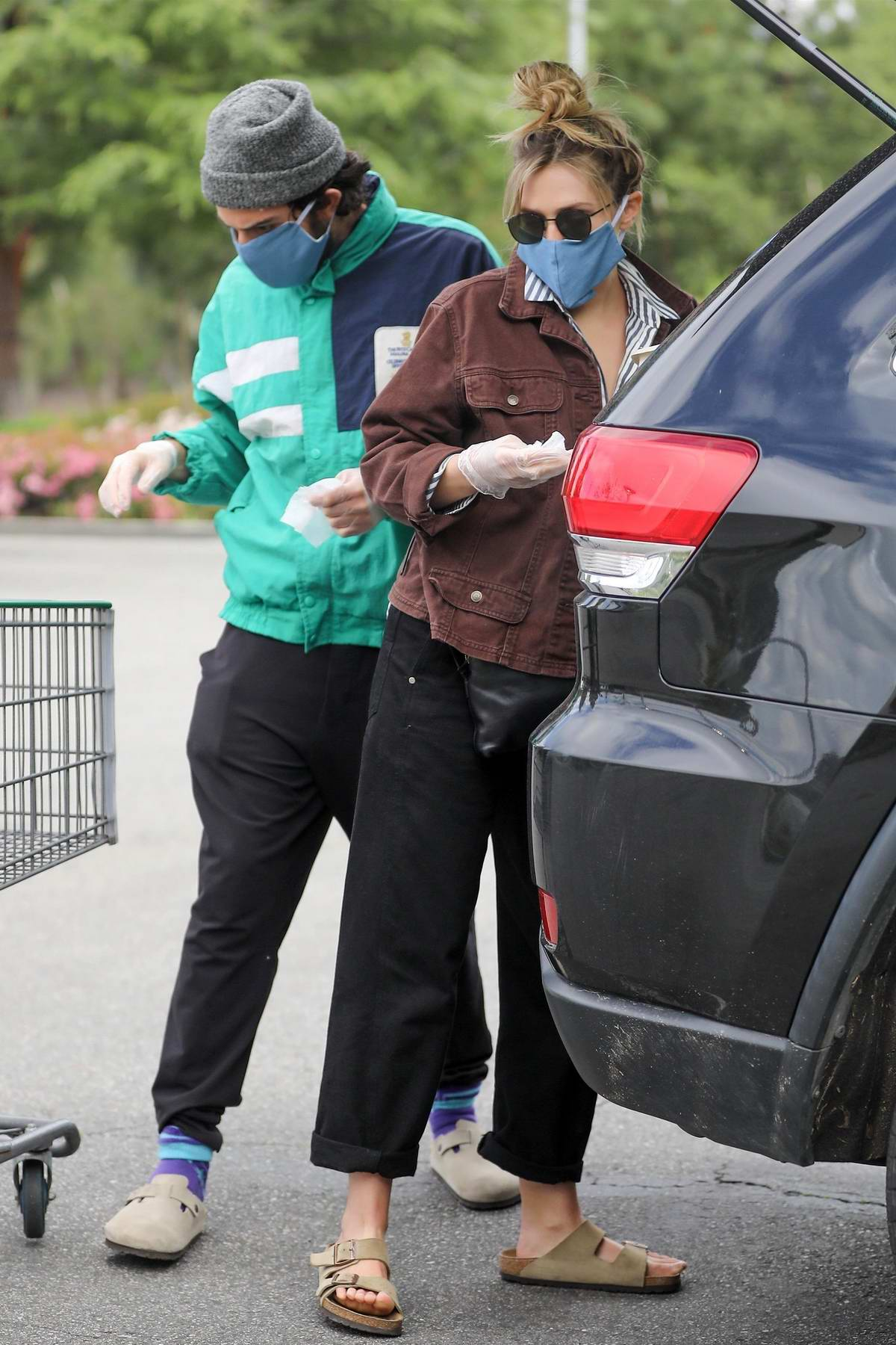 Elizabeth Olsen and Robbie Arnett step out for some grocery shopping at Erewhon organic in Calabasas, California