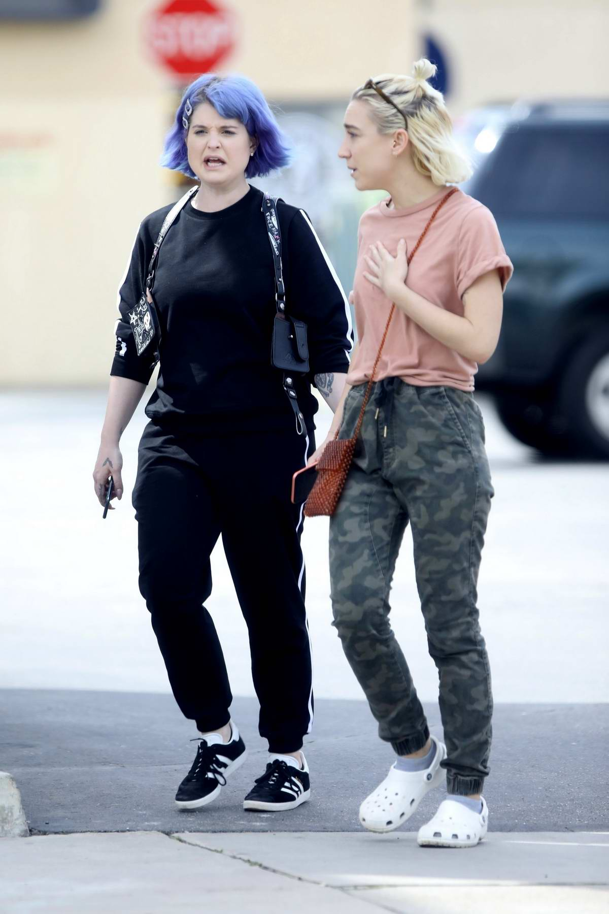 Kelly Osbourne steps out with her brother's girlfriend for some take-out lunch in Los Angeles