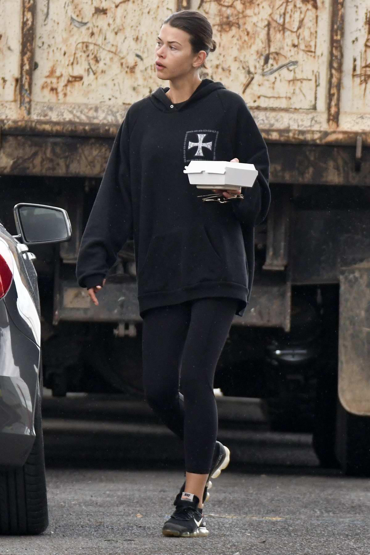 Georgia Fowler sports a black hoodie and leggings as she grab some food in Sydney, Australia