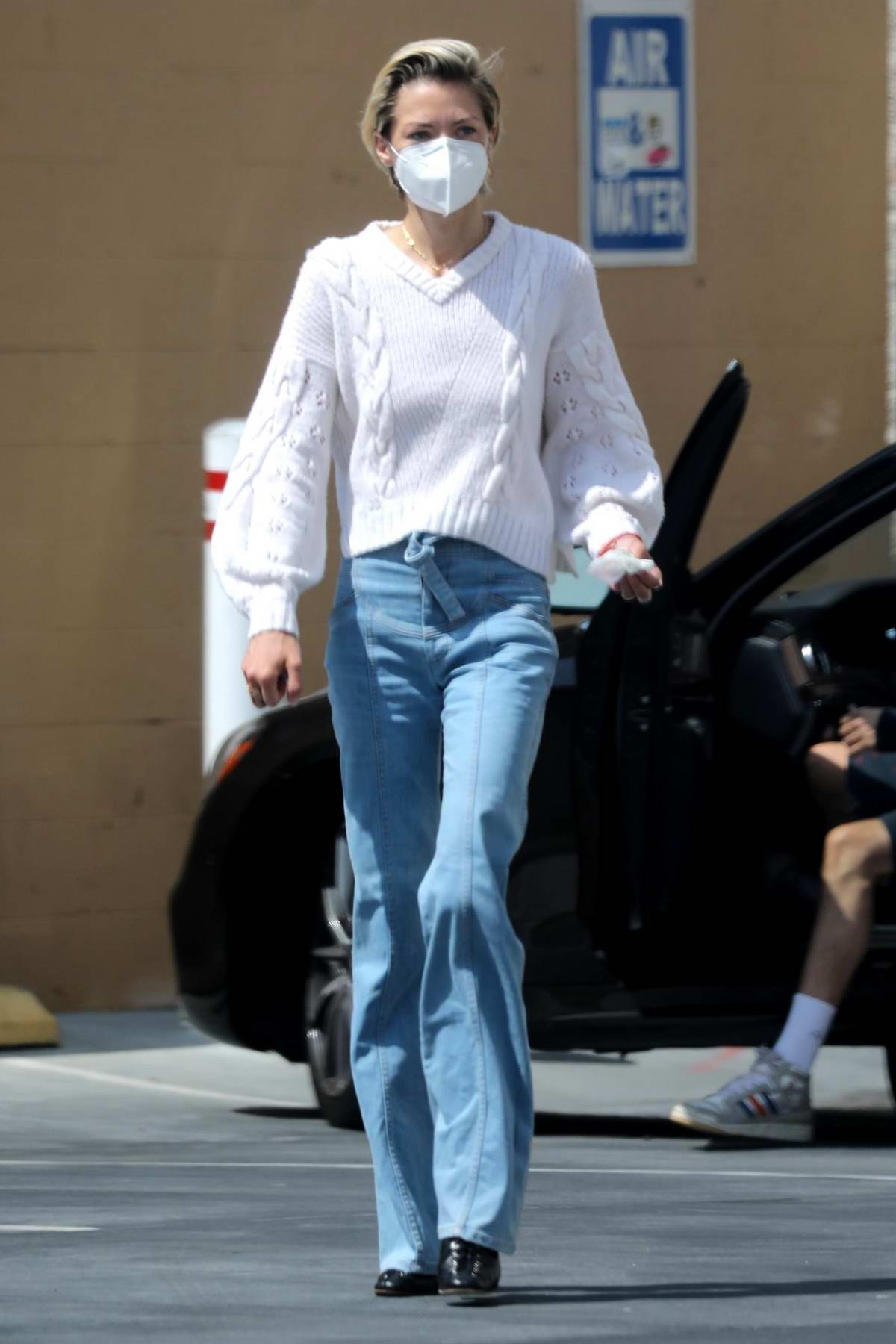Jaime King seen cleaning her car with a friend at a local gas station in Hollywood, California