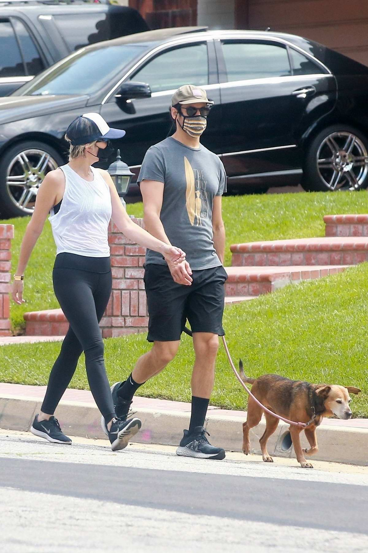 Kristen Wiig steps out for walk with fiance Avi Rothman in Los Angeles
