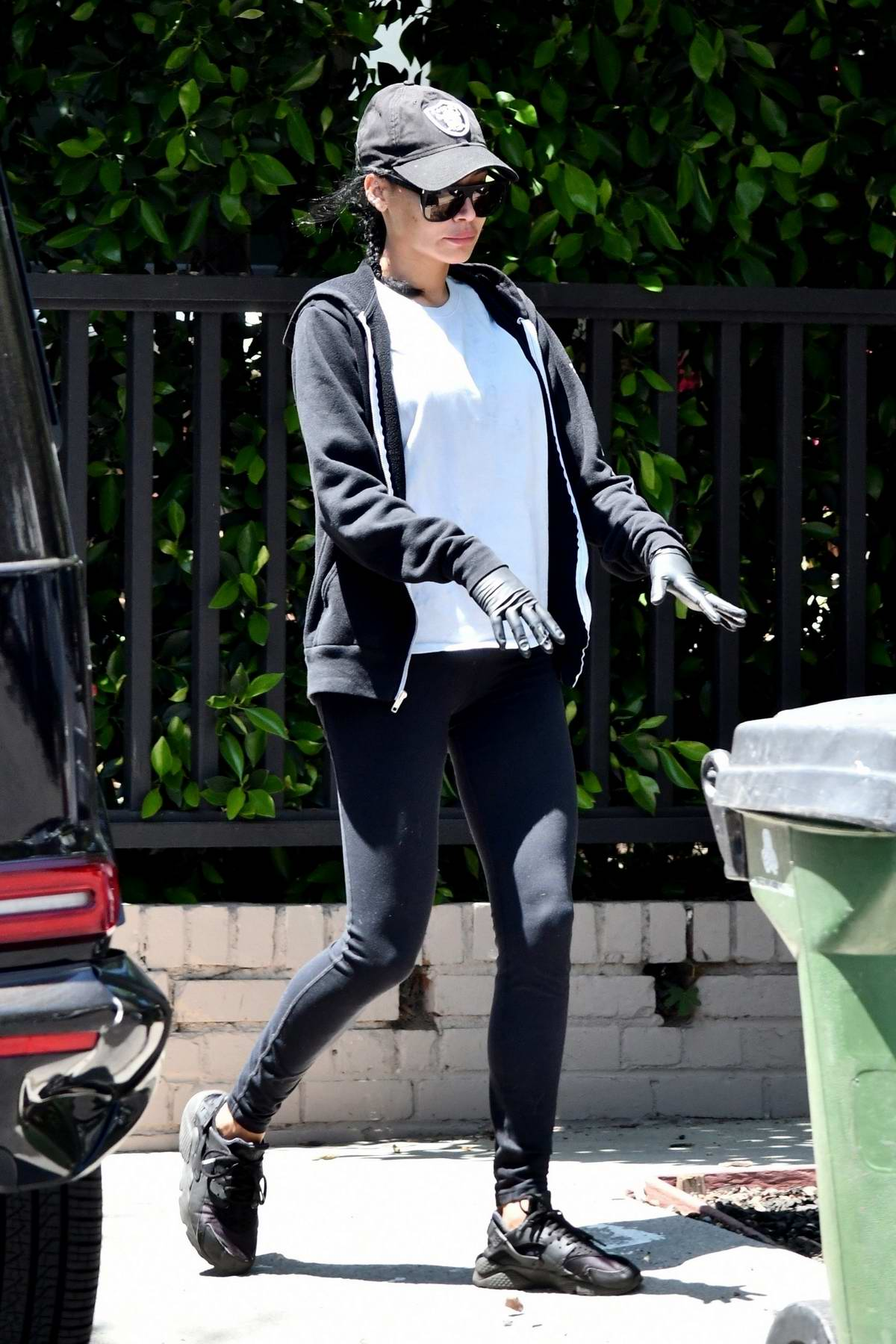 Naya Rivera steps out to grab her trash cans after garbage day in Los Feliz, California