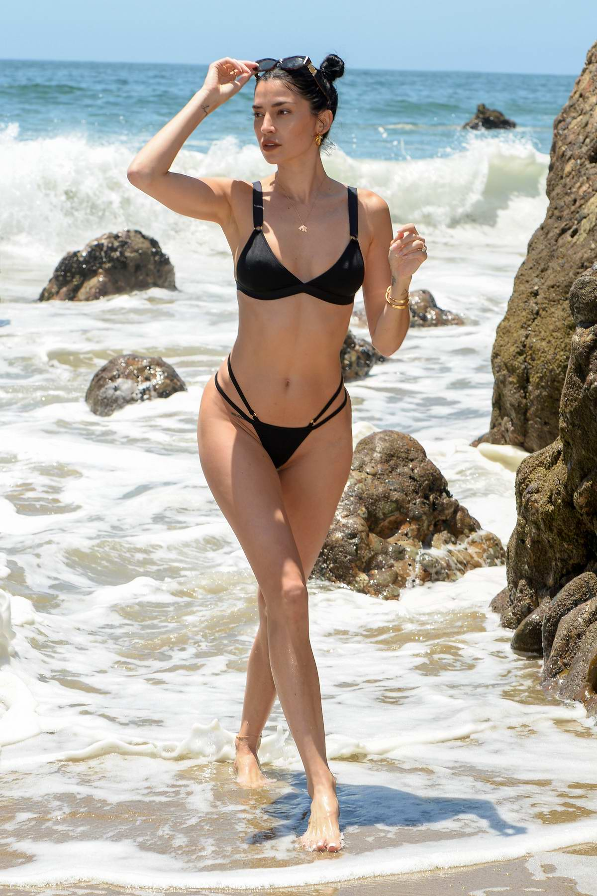 Nicole Williams stuns in a black bikini as she enjoys a beach day with husband Larry English in Malibu, California