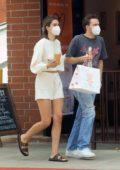 Amelia Hamlin grabs lunch with her boyfriend in Beverly Hills, California