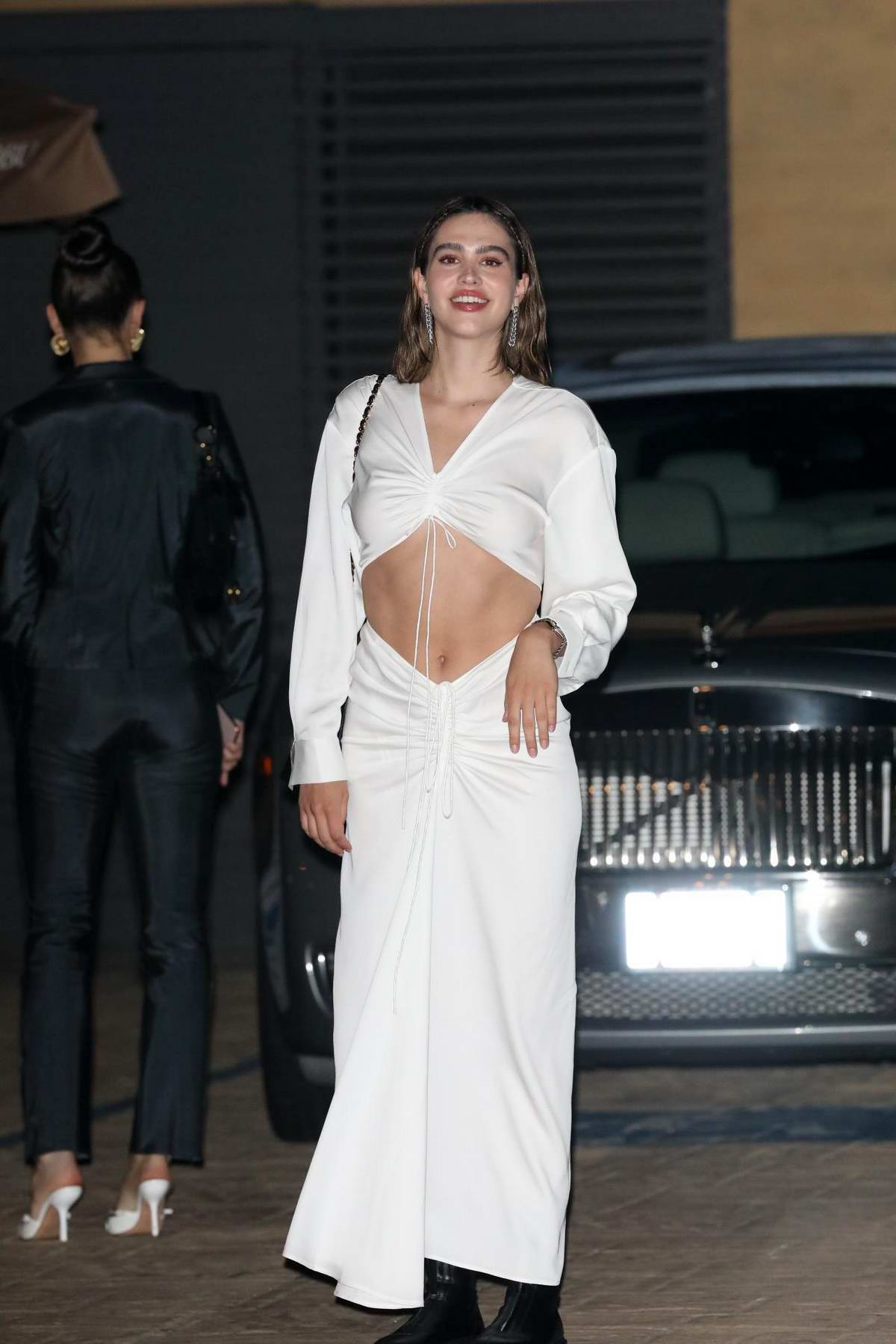 Amelia Hamlin looks amazing in a white ensemble while out for dinner with friends at Nobu in Malibu, California