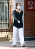 Delilah Hamlin keeps it casual while running a few errands in Beverly Hills, California