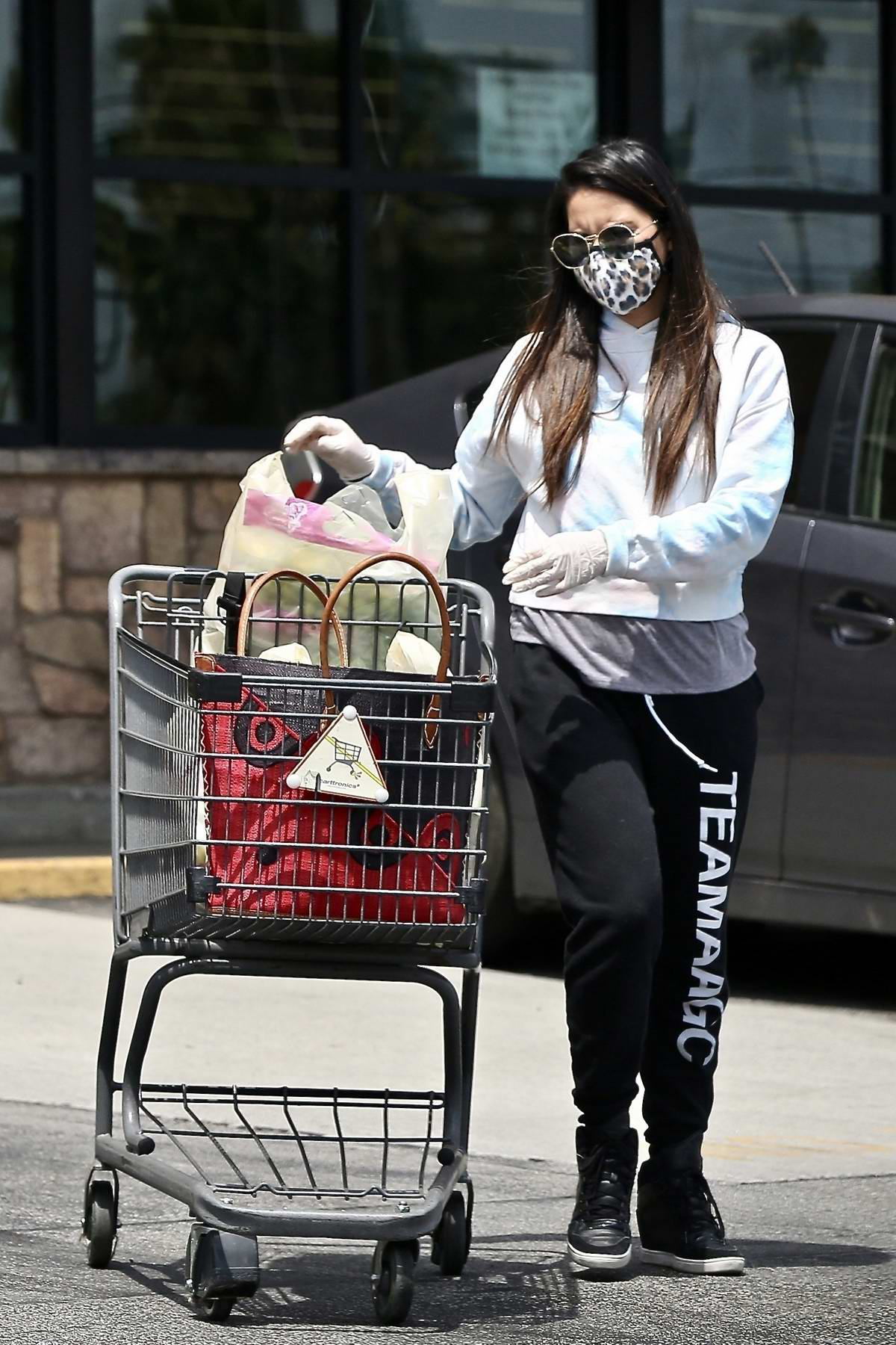 Olivia Munn seen making a stop at Gelson's to pick up groceries in Los Feliz, California