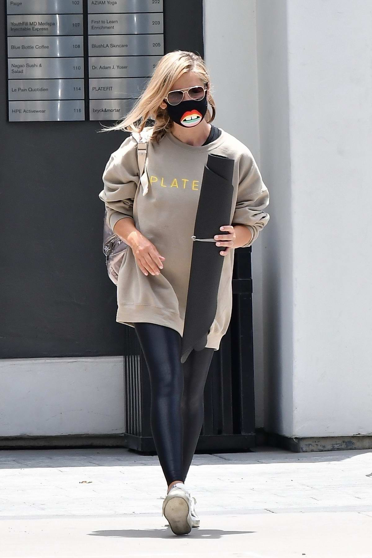 Sarah Michelle Gellar seen leaving after her yoga class in Brentwood, California