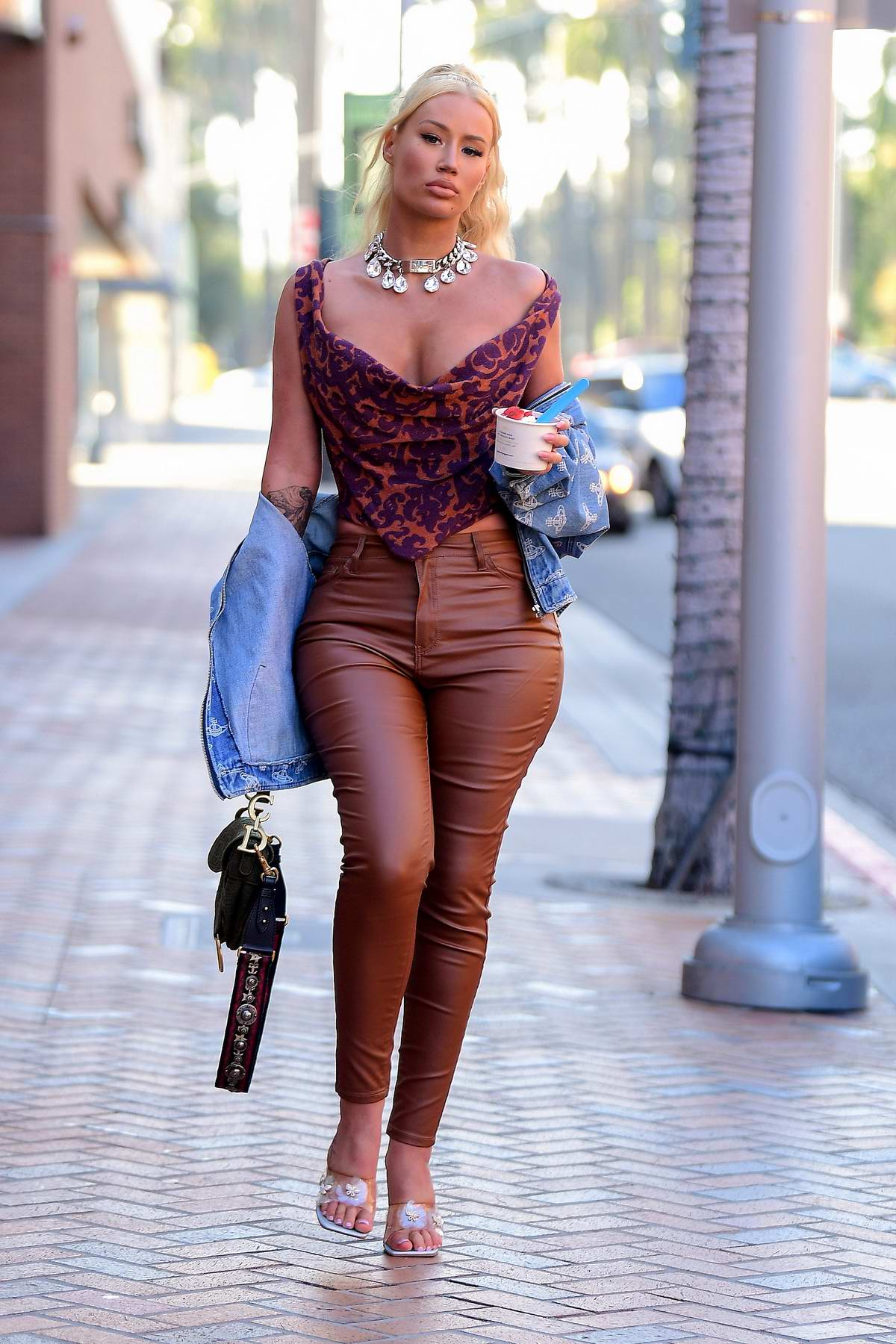 Iggy Azalea looks stylish as she makes a stop for some frozen yogurt in Beverly Hills, California