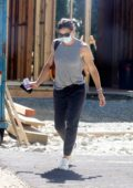 Jennifer Garner checks out the progress on her new mansion in Brentwood, California