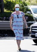 Katy Perry stocks up on some groceries at Vons in Santa Monica, California