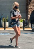 Malin Akerman steps out to stock up groceries in Los Angeles