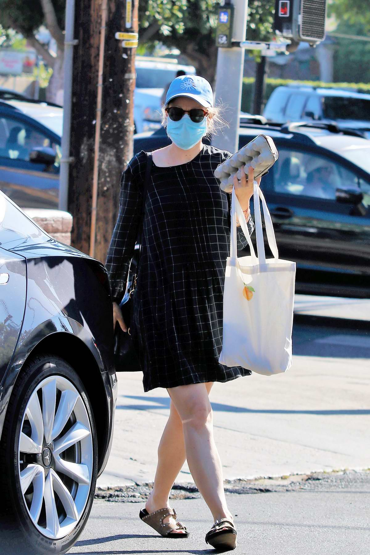 Rachel McAdams picks up some eggs and groceries from Lassens in Los Angeles
