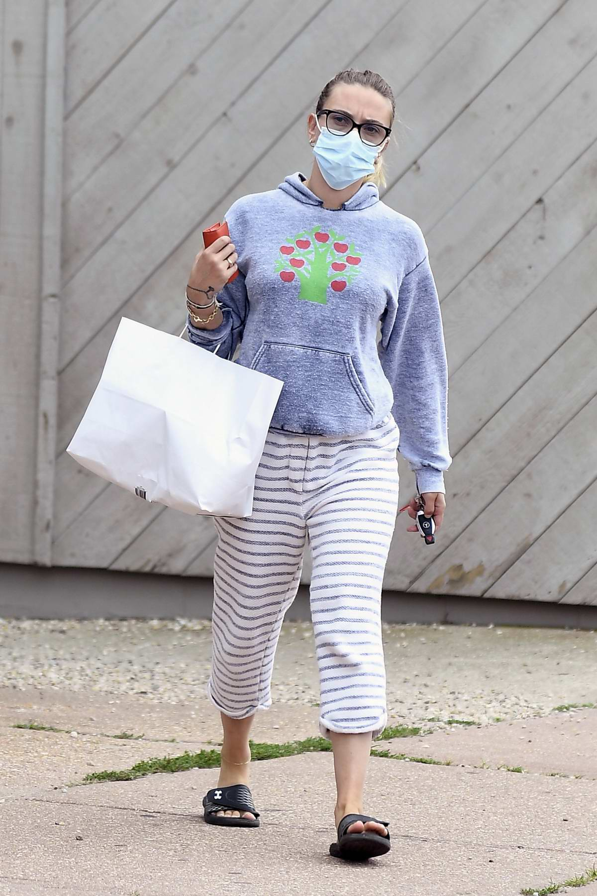 Scarlett Johansson dresses down in a hoodie and sweatpants as she steps out to pick up breakfast in The Hamptons, New York