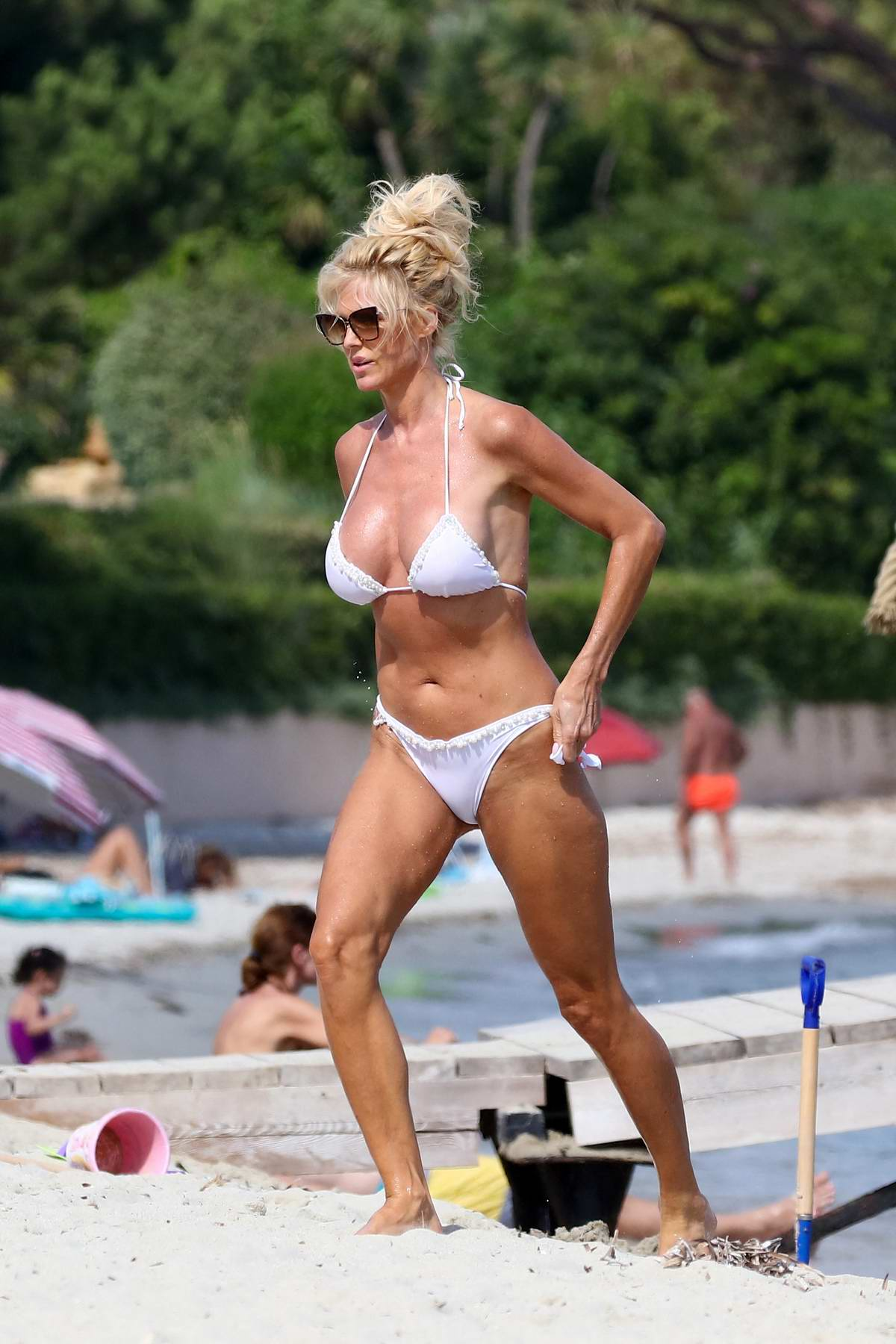 Victoria Silvstedt stuns in a bikini during a beach day at Jardin Tropezina in Saint-Tropez, France